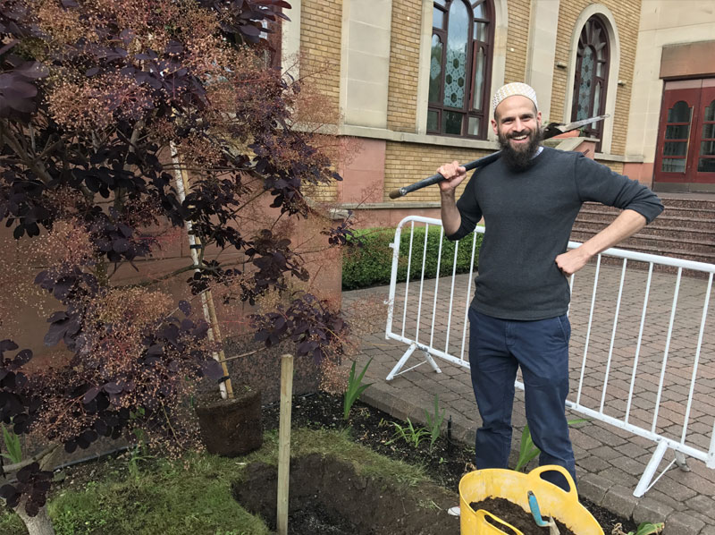 London Bohra plants tree at Husainy Masjid
